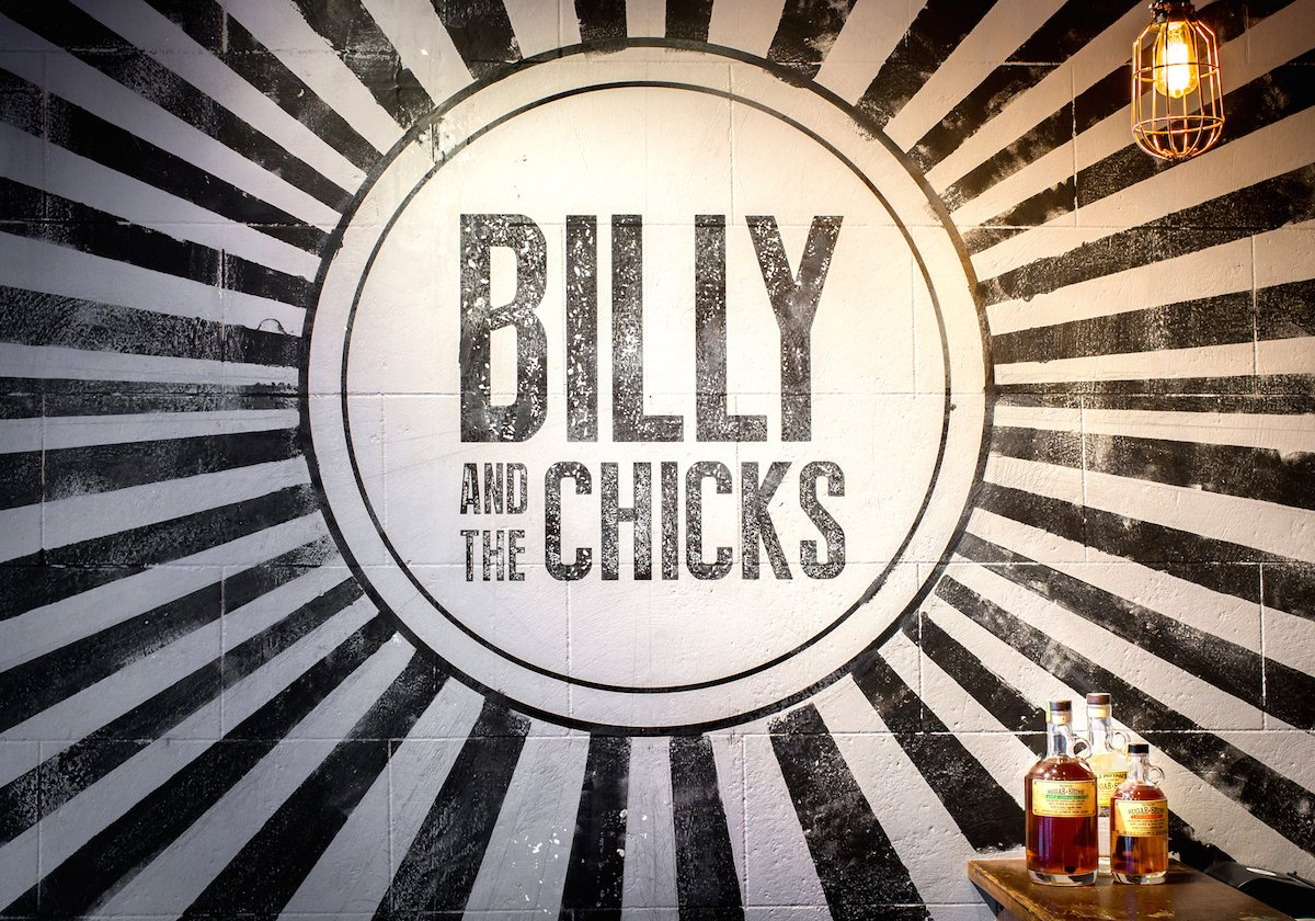 Billy And The Chicks Sherliker Graphic Amp Interior